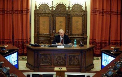Şedinţa CSAT s-a încheiat. Ponta a ajuns cu 30 minute înaintea şedinţei, pentru discuţii cu Băsescu