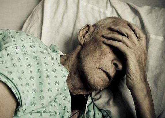 Reforma BOLNAVĂ a Sănătăţii: dacă eşti demnitar, internarea în spital e GRATUITĂ. Dacă eşti om de rând, ţi se cere şi pielea de pe tine