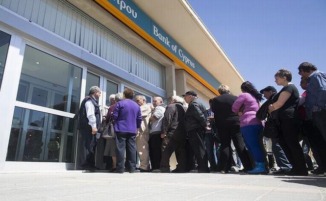 Restricţiile bancare din Cipru se prelungesc