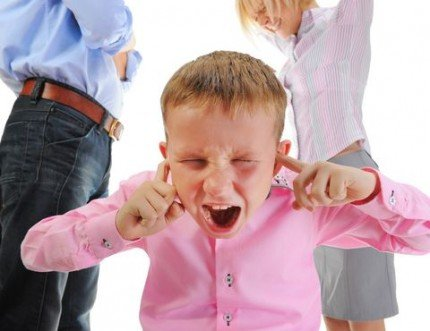 Atentie parinti! Cum afecteaza creierul copilului cearta parintilor in fata lui
