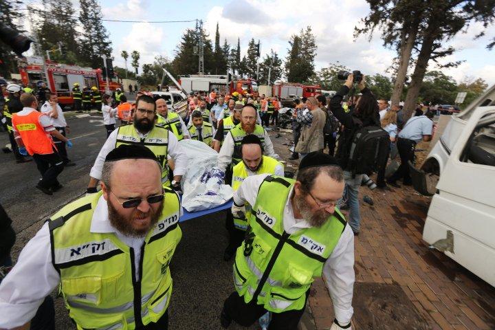 Şase morţi şi 18 răniţi într-un accident rutier produs în Israel. Nu este exclusă ipoteza unui atentat terorist