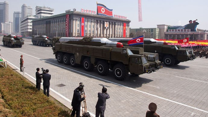 Un LANSATOR de rachete nord coreean este ÎN POZIŢIE DE TRAGERE