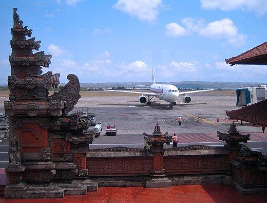 Bali. Un avion cu 100 de persoane la bord s-a prăbuşit în mare. Toţi pasagerii au supravieţuit