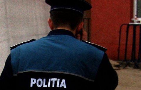 """Ofiţer al DGIPI, arestat pentru înşelăciune şi fals, după ce a făcut """"angajări"""" la """"Doi ş-un sfert"""""""