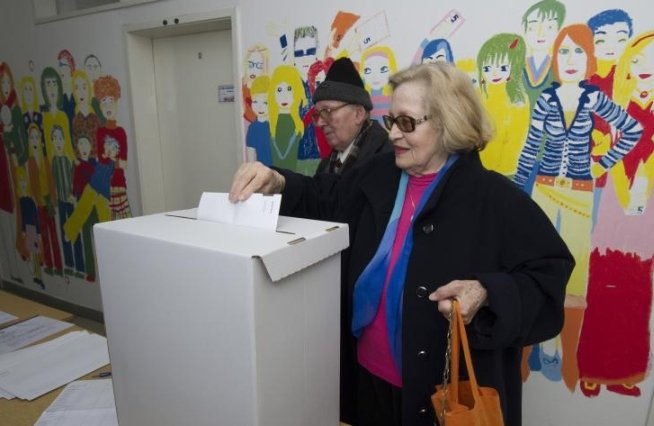 Croaţii votează duminică pentru primele alegeri europene