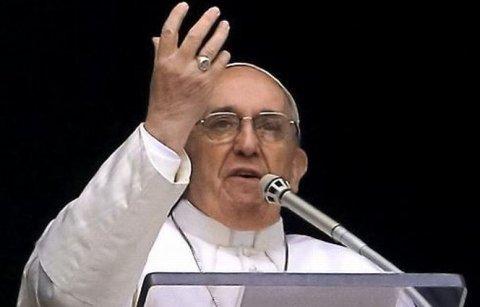 Credibilitatea Bisericii Catolice, şubrezită de ipocrizie. Papa Francisc a denunţat făţărnicia preoţilor