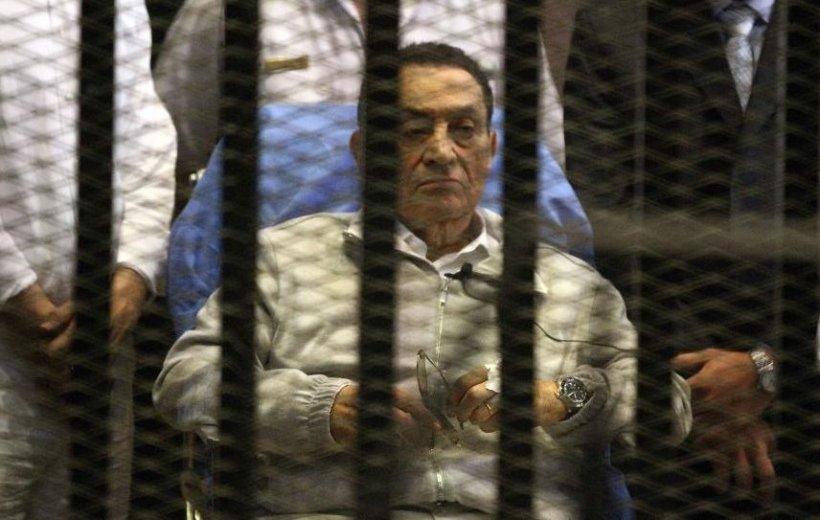 """""""Ultimul Faraon"""", ELIBERAT în dosarul uciderii protestatarilor egipteni. Află ce îl mai ţine acum după gratii pe Hosni Mubarak"""