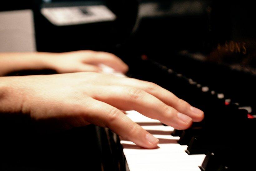 Micul Mozart din Iaşi. Este extrem de talentat, însă lipsa banilor îi taie aripile