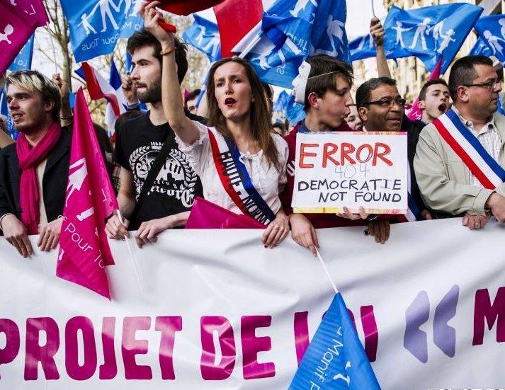 Mii de persoane au protestat la Paris faţă de căsătoria între persoane de acelaşi sex