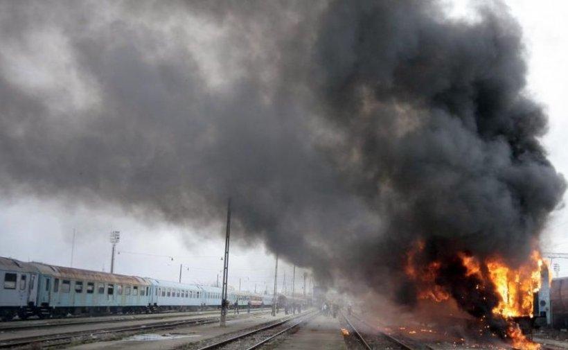 Incendiu în gara din Câmpina. Un vagon cu cocs a luat foc