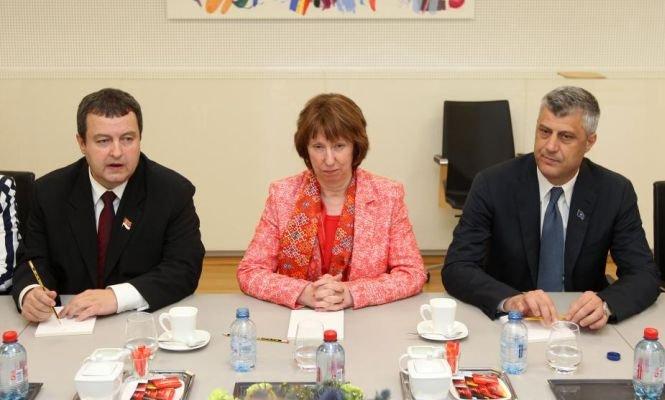 Înţelegere ISTORICĂ: Serbia şi Kosovo au ajuns la un acord pentru normalizarea relaţiilor