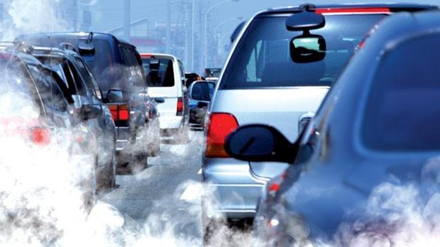 """Nou proiect de lege pentru TIMBRUL DE MEDIU. Şoferii ar face """"plata poluării"""" la cumpărarea de carburant"""