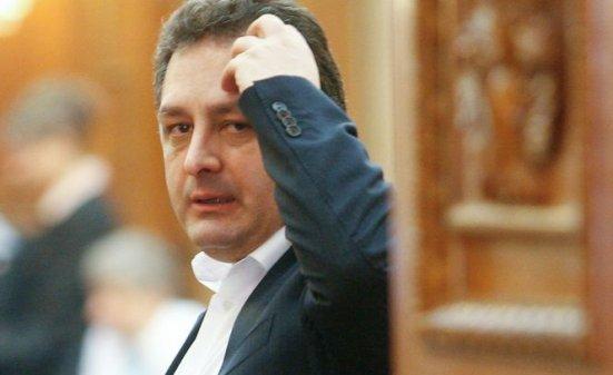 Greii din politică, cercetaţi de ANI: Stolojan - fals în declaraţii, Iohannis - incompatibilitate, Vanghelie - nereguli la avere