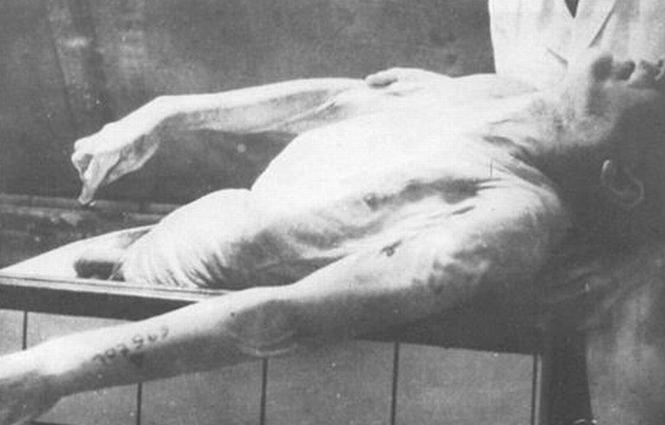 """""""A luat parte la masacre şi la persecutarea unor civili nevinovaţi"""". Fost gardian de la Auschwitz, identificat în Germania"""