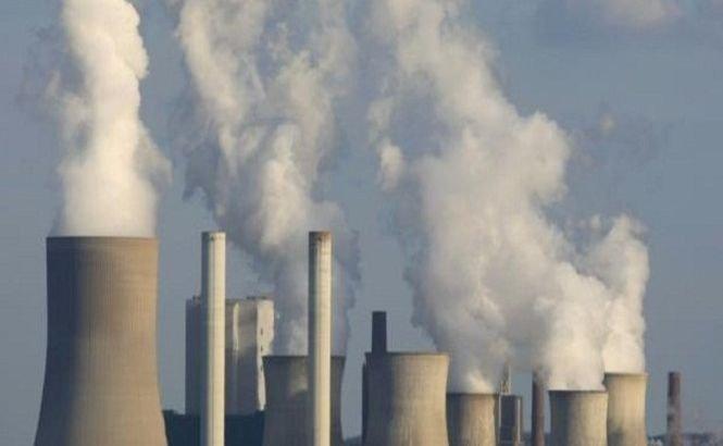 Emisiile de gaze cu efect de seră ale României s-au înjumătăţit între 1990 şi 2011