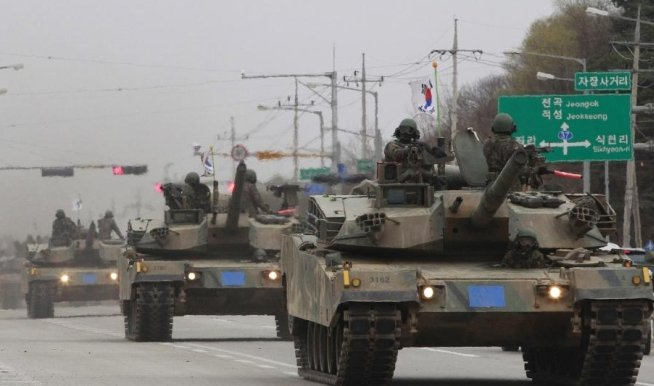 Coreea de Nord pregăteşte manevre militare de amploare