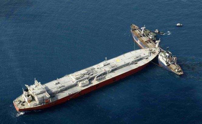 Doi marinari au murit şi opt sunt dispăruţi după ciocnirea a două vapoare în Grecia