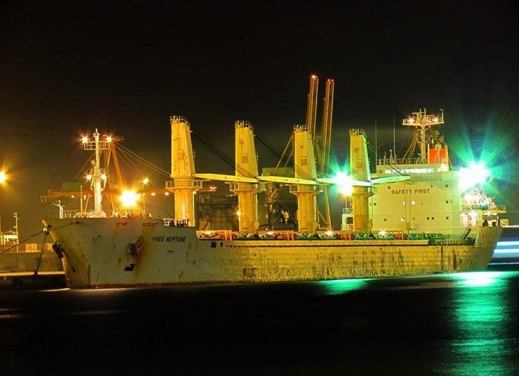 Navă cu comandant român, fără combustibil în Mauritania. Echipajul cere ajutor