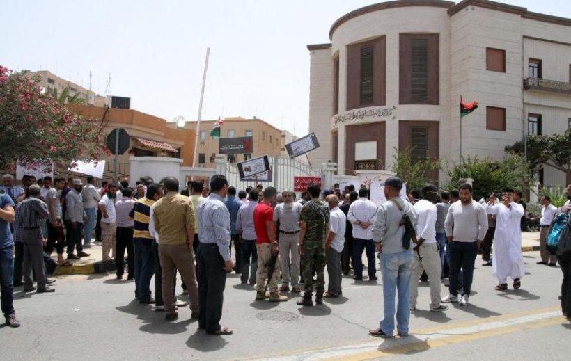 Alertă în Libia: Bărbaţi înarmaţi au înconjurat sediul Ministerului Justiţiei