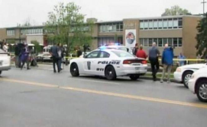 SUA. Un elev şi-a tras un glonţ în cap în faţa colegilor săi de clasă