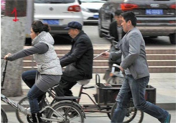Ce i s-a întâmplat acestei tinere care mergea pe bicicletă. Când a ajuns acasă nu i-a venit să creadă