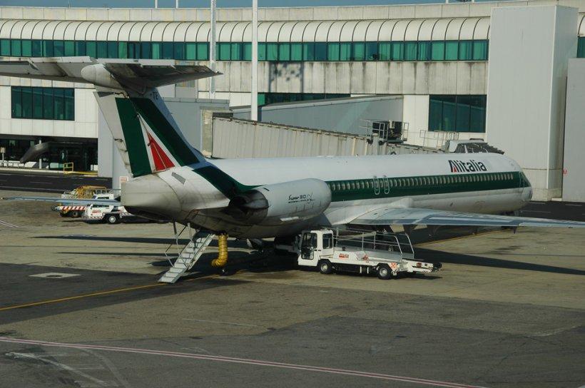 Nouăzeci de angajaţi Alitalia, arestaţi pentru furturi de bagaje