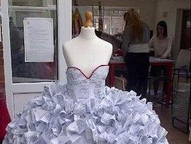 Cum arată rochia de mireasă făcută din acte de divorţ