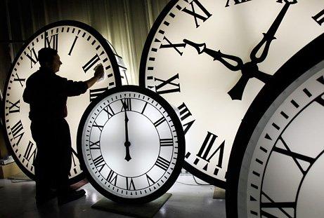 Un deputat propune RENUNŢAREA la ora de iarnă: Schimbarea fusului orar poate duce la stres şi boli