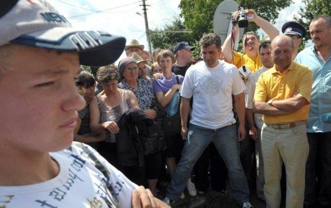 Traian Băsescu iese din nou în public. Preşedintele participă la Zilele Localităţii Peştera