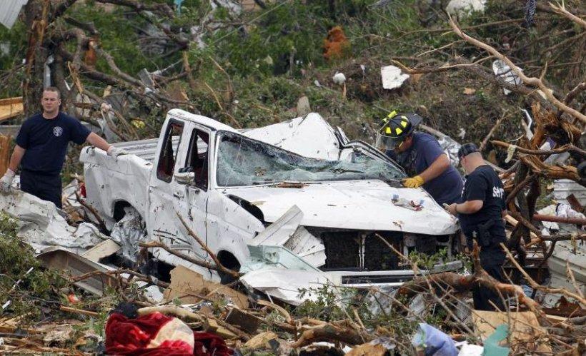 Imagini apocaliptice în SUA. Tornadele au făcut ravagii în Texas. Şase oameni au murit şi 100 au fost răniţi