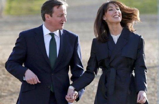 David Cameron susţine că soţia lui, Samantha, s-a îndrăgostit de el pentru că avea maşină