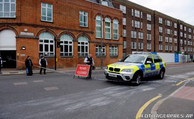 Posibil atac terorist în Londra: Un militar britanic a fost ucis, iar atacatorii săi au fost răniţi