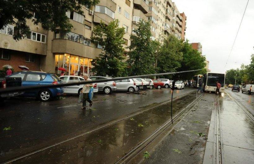 Enel: 45 de localităţi din Ilfov şi Giurgiu, fără curent electric, din cauza furtunii