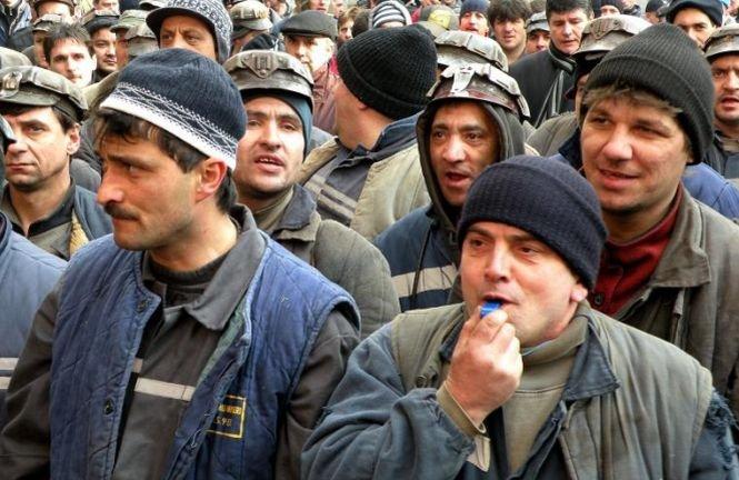 Peste 5.000 de mineri ameninţă că vor ieşi în stradă. Salariile tuturor angajaţilor Complexului Energetic Oltenia, reduse cu 20%