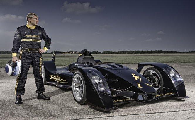 Mika Häkkinen vine pentru prima dată la Bucureşti pe data de 5 iunie şi va face o demonstraţie la bordul maşinii Caparo T1