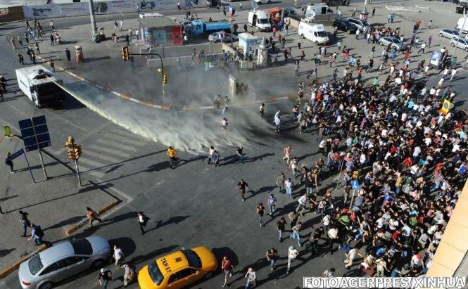 Proteste violente în Turcia. Mii de oameni au ieşit pe străzi, a patra zi consecutiv