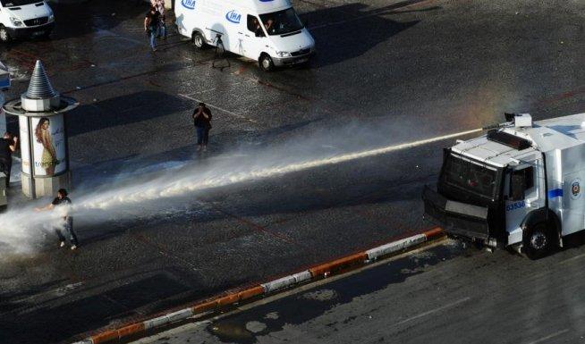 Turcia stă pe un butoi cu pulbere: Premierul cere protestatarilor să renunţe la demonstraţii