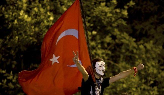 """Erdogan cere alegătorilor săi să """"dea o lecţie"""" protestatarilor la viitoarele alegeri locale"""