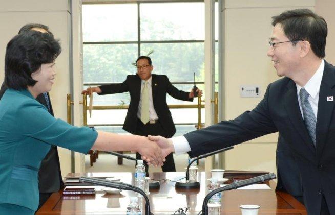 Reuniune de lucru între Coreea de Nord şi Coreea de Sud, pentru pregătirea negocierilor la nivel înalt