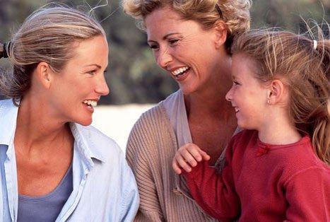 """Mărturia dată de un copil crescut de două lesbiene. """"NU sunt de acord cu redefinirea căsătoriei. Un copil ar trebui să aibă o MAMĂ şi un TATĂ"""""""