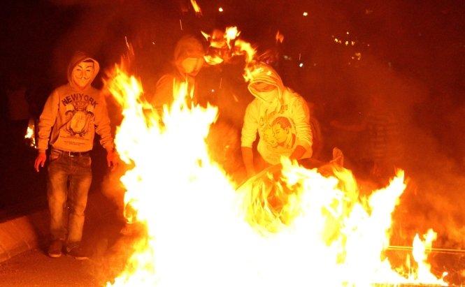 Incendiu la Istanbul. Baricadele au fost demolate cu buldozere, se intervine cu gaze lacrimogene şi tunuri de apă