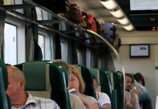 CFR Călători suplimentează numărul de trenuri care merg spre mare