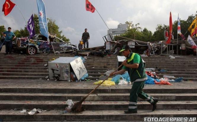 Poliţia turcă a evacuat total parcul Gezi din Istanbul