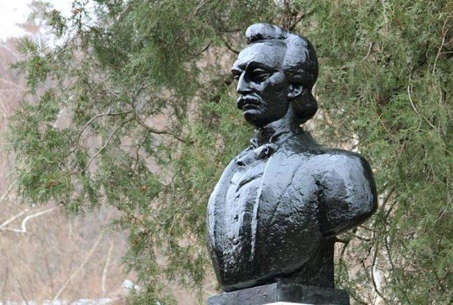Slujbă de pomenire a poetului Mihai Eminescu, la 124 de ani de la moartea sa, în cimitirul Bellu