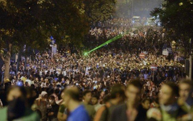 Manifestanţii din parcul Gezi denunţă violenţele comise de forţele de ordine