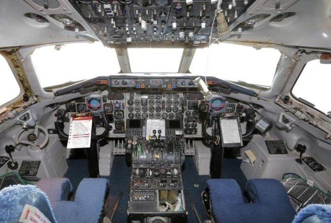 Un avion în care se afla George W. Bush a fost deviat de la rută. Vezi aici motivul