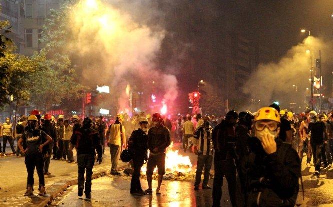 Protestele continuă în Turcia. Aproape 600 de persoane au fost arestate