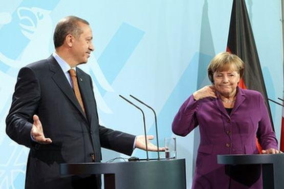 Germania spune NU Turciei. Angela Merkel a blocat negocierile privind aderarea la UE