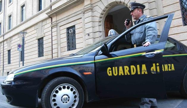 Un nou scandal în fotbalul italian: Sediile a 41 de cluburi, percheziţionate de Garda Financiară