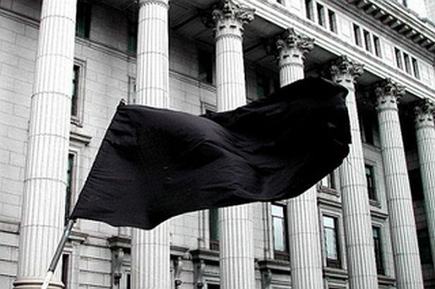 DOLIU NAŢIONAL pentru victimele accidentului din Muntenegru. Ceremonia de Ziua Drapelului a fost îndoliată